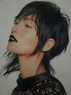 Does this asymmetrical mullet bob require too much styling for me to keep up? Does this asymmetrical mullet bob require too much styling for me to keep up? Short Layered Haircuts, Trendy Haircuts, Haircuts For Long Hair, Funky Hairstyles, Medium Hair Cuts, Short Hair Cuts, Mullet Hairstyle, Corte Y Color, Edgy Hair