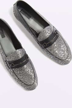 Tendance Chaussures 2017/ 2018 : Borrow from the boys with these luxe textured loafers with metal hardware detail...