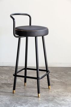 The idea behind the Block stool was to create something very simple without rough edges and with a non tiring aesthetic  for the user. The difference of the  Block B A stool is the finishing of the legs in polished brazen and the metal       armrest....