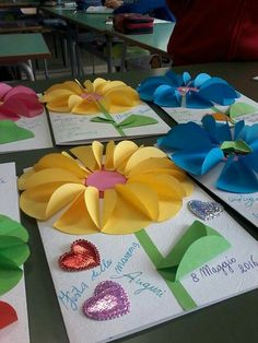 Gorgeous folded paper sunflower craft that makes a perfect summer kids craft, fun flower crafts for kids and paper crafts for kids. Easy Crafts, Diy And Crafts, Crafts For Kids, Arts And Crafts, Paper Crafts, Paper Art, Summer Crafts, Holiday Crafts, Spring Art