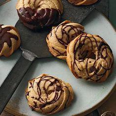 Zimtgebäck mit Schokolade - Sole Local My Site No Bake Treats, No Bake Cookies, Cupcake Cookies, No Bake Desserts, No Bake Cake, Dessert Recipes, Baking Recipes, Cookie Recipes, Keks Dessert