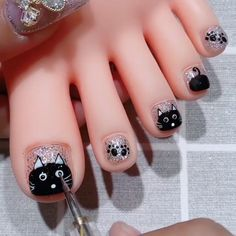 By @vettsystore Cat Nail Designs, Pedi Perfect, Princess Makeup, Cat Nails, Pretty Nail Art, Glitter Nail Art, Art Tutorials, Diy Beauty, Beauty Products