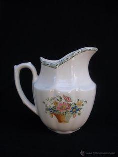 Alegre Lechera en  porcelana  La Cartuja de Sevilla, modelo cesta de flores 190 Pickman
