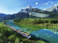 Rocheuses canadiennes en train