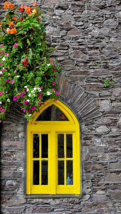20 Best Ideas For Flowers Yellow Window Boxes Cottage Windows, Unique Paintings, Window View, Window Wall, Through The Window, Deco Design, Window Boxes, Window Design, Mellow Yellow