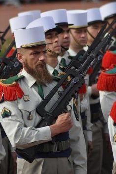 Related image Military Photos, Military History, Battle Dress, French Foreign Legion, French Army, United States Army, Special Forces, France, Military Uniforms