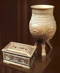 Vessel choron of mammoth ivory and box