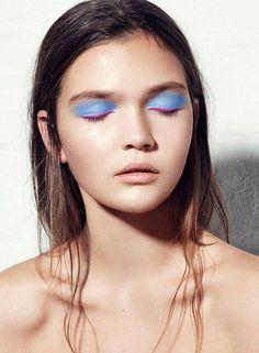 Ничего лишнего: яркие тени без стрелок и туши. Минималистичный макияж для фотосессии. #makeup #minimal #minimal_makeup #mono_makeup