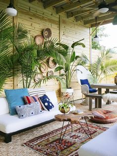 42 Best Tropical Patio Design Ideas to Copy ~ Ideas for House Renovations Small Backyard Landscaping, Backyard Patio, Landscaping Ideas, Outdoor Rooms, Outdoor Living, Outdoor Seating, Tropical Patio, Patio Makeover, Patio Design