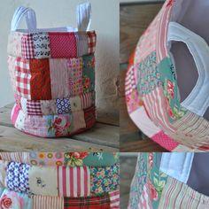 Mooie opbergmand in rood/roze kleuren. Ook in blauw te koop! Zie: www.janenaagje.com