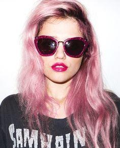 dark roots / pink hair/ miu miu sunglasses / glitter/ lips
