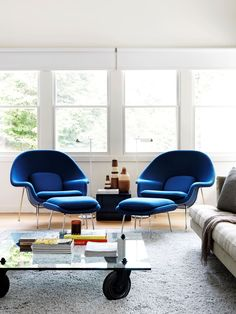 """The Eero Saarinen 'Womb' chair and ottoman makes for a pretty pairing in this [New York state weekender](http://www.homestolove.com.au/new-york-state-weekender-with-aussie-flavour-3094