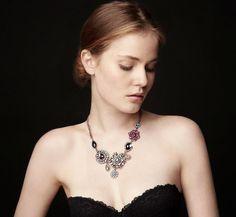 Accesorios para el 31!Los collares en XXL son los protagonistas para decorar nuestros escotes más coquetos o para aderezar un look poco llamativo.