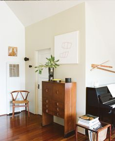 the shutterbugs: melissa kaseman. Stain the living room floor? Love the wall color too.