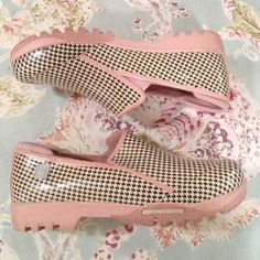 Sperry top sider rain shoes Light pink with cream and black houndstooth print. Rain boot material. Worn one time. In absolute pristine condition Sperry Top-Sider Shoes