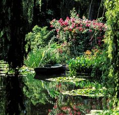 A Summery Garden       Watery reflections inspired by Monet at Giverny in France