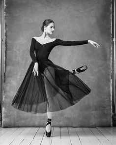 Eleonora Sevenard Photo by Alexander Yakovlev Ballet Art, Ballet Dancers, Ballerinas, Ballet Pictures, Dance Pictures, Alexander Yakovlev, Bolshoi Ballet, Photo D Art, Dance Movement