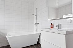 Objektsbild - Smultronvägen 3, Paradiset, Älmhult Villa, Bathtub, Bathroom, Standing Bath, Washroom, Bath Tub, Bathrooms, Bathtubs, Bath