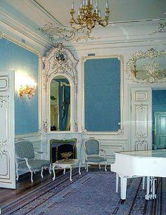 Gray dining table style with beautiful french blue rooms and furniture south shore decorating, French Blue Dining Room French Rococo, Rococo Style, Beautiful Interiors, Beautiful Homes, White Room Decor, Dining Room Blue, Dining Table, Traditional Dining Rooms, South Shore Decorating