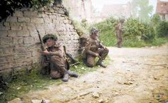 """British soldiers belonging to Platoon, """"B"""" Company, Battalion, Royal Sc… – All Pictures British Soldier, British Army, Vietnam, History Online, Military History, Military Art, Military Diorama, Military Photos, D Day"""