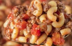 The famous macaroni recipe with mom& meat sauce! Macaroni Sauce, Macaroni Recipes, Meat Recipes, Pasta Recipes, Macaroni And Cheese, Snack Recipes, Cooking Recipes, Recipies, Quebec