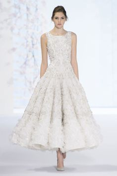 Ralph & Russo - My Favorite Bridal Inspiration from Haute Couture Spring 2016 - The Best Wedding Dresses from Spring 2016 Couture Style Couture, Couture Fashion, Fashion Show, Couture Week, Spring Couture, Gothic Fashion, Ralph & Russo, Modelos Fashion, Mode Outfits