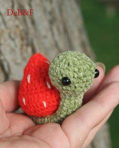~Strawberry Snail~ miniature 3 inch amigurumi Snail artist Bear ...made for Himstedt Kaye Wiggs Msd SD BJD