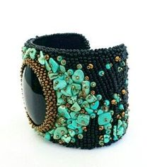 This bracelet is a mix of black, turquoise and gold colours. Focal is a large black onyx cabochon, surrounded with turquoise gemstone chips and
