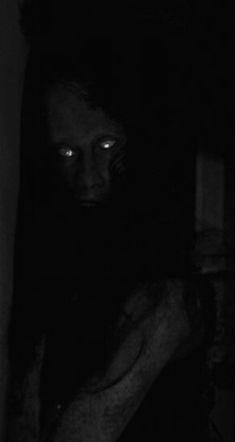 Aumente o brilho do seu celular... Creepy Horror, Creepy Art, Scary, Arte Horror, Horror Art, Horror Movies, Creepy Images, Creepy Pictures, Dark Photography