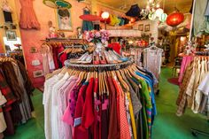 15 Boutiques Taking Seattle Style From Athletic to Aesthetic Vintage Store Displays, Vintage Shops, Seattle Shopping, Seattle Travel, Seattle Fashion, Vintage Clothing Stores, Indian Summer, Second Hand, Thrifting