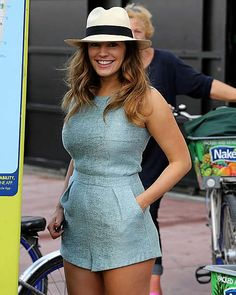 Kelly Brook wows in light blue romper in Miami with David McIntosh Brunette beauty: Kelly Brook looked stunning in her light blue romper suit as she soaked up the Miami sun Kelly Brook Style, Kelly Brook Hot, David Mcintosh, Light Blue Romper, Outfit Chic, Fran Fine, Romper Suit, Estilo Fashion, Women's Fashion