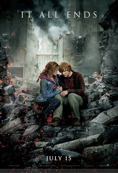 ADYear Seven: Harry Potter and the Deathly Hallows. Hermione Granger and Ron Weasley. Harry Potter New, Harry Potter Poster, Mundo Harry Potter, Images Harry Potter, Harry Potter Memes, Harry Potter Cosplay, Hogwarts, Ron Et Hermione, Deathly Hallows Part 2