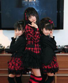 """Sakura Gakuin, """"Baby Metal"""" 2011"""
