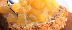 Hjemmelaget eplemos er raskt og enkelt å lage og er en vinner på brødskiva.