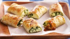 The best Zesty Feta and Spinach Bites recipe you will ever find. Welcome to RecipesPlus, your premier destination for delicious and dreamy food inspiration. Yummy Snacks, Healthy Snacks, Yummy Food, Quick Snacks, Healthy Dishes, Calzone, Spinach Bites Recipe, I Love Food, Good Food