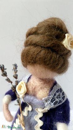 A lila ruhás hölgy tűnemez  baba (szilvike23) - Meska.hu