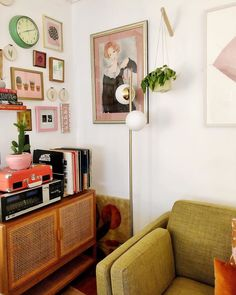 Home Interior Living Room .Home Interior Living Room Deco Retro, Green Sofa, Decoration Inspiration, Interior Inspiration, My New Room, Apartment Living, Retro Apartment, Colorful Apartment, Cheap Home Decor