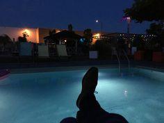 Mike kurz vor dem Gig am Pool in der Manufactur. Tolle Location in Pfaffenhofen ... Rock Bands, Location, Blues, Best Music, Concert, Amazing