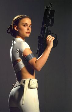 """Natalie Portman as Padmé Naberrie (also known as Padmé Amidala) was most happening in """"Star Wars Episode II: Attack of the Clones wh. Star Wars Padme, Natalie Portman Star Wars, Natalie Portman Hot, Star Wars Film, Star Trek, Star Wars Characters, Star Wars Episodes, Girls Characters, Meninas Star Wars"""
