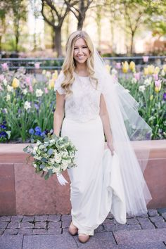 Stopping for a picture of the bride with the spring tulips on Temple Square on her wedding day. Modest wedding dress. Salt Lake Temple wedding. Utah wedding photographer | Whitney Hunt Photography