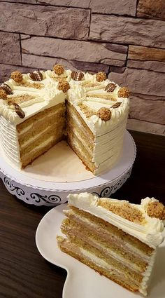 Nusstorte mit Nougat- und Vanillecreme - QimiQ Nut cake with nougat and vanilla cream - QimiQ Peanut Butter Dessert Recipes, Quick Dessert Recipes, Kid Desserts, Party Desserts, Desserts With Chocolate Chips, Chocolate Chip Recipes, Dessert Nouvel An, Easy Vanilla Cake Recipe, Food Cakes