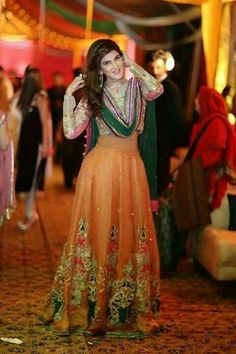 All Ethnic Customization with Hand Embroidery & beautiful Zardosi Art by Expert & Experienced Artist That reflect in Blouse , Lehenga & Sarees Designer creativity that will sunshine You & your Party Worldwide Delivery. Pakistani Formal Dresses, Pakistani Outfits, Indian Dresses, Indian Outfits, Mehendi Outfits, Asian Wedding Dress, Asian Bridal, Beautiful Dresses, Nice Dresses