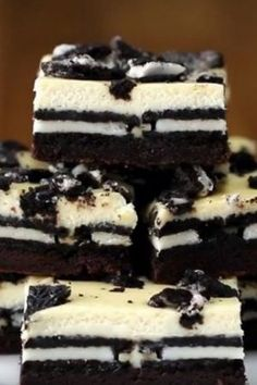 Cookies & Cream Brownie Cheesecake Bars Modify - take out the cream in the Oreo and let that be the sweetener to the cream cheese. Delicious Desserts, Yummy Food, Easy Desserts, Oreo Desserts, Impressive Desserts, Baking Desserts, Cheesecake Brownies, Oreo Brownies, Oreo Cake