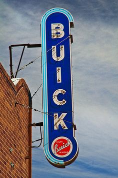 You can't go wrong with a vintage sign that has neon lighting! We wish this was more of a necessity today! Old Neon Signs, Vintage Neon Signs, Advertising Signs, Vintage Advertisements, Buick Cars, Buick Gmc, Super Pictures, Automobile, Car Signs