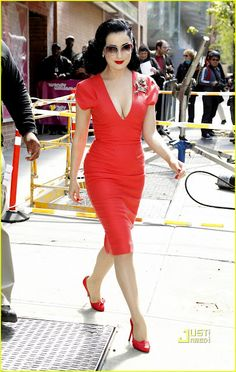 308bdaa3973e 1950 s Polished Look  Dita Von Teese. I want to pull off this look so
