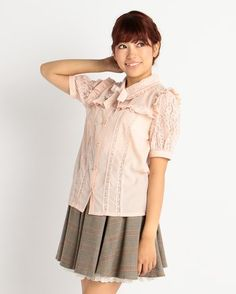 LIZ LISA Short-Sleeved Lace Blouse 2