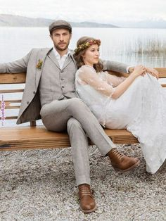 If you are preparing for a vintage-themed wedding,we've gathered for you some cool groom attire ideas. A vintage groom outfit is a must for such wedding. Vintage Wedding Suits, Wedding Men, Mens Wedding Attire Summer, Casual Wedding Suit, Rustic Wedding Groom, Casual Grooms, Casual Groom Attire, Groom Attire Rustic, Groom Shoes