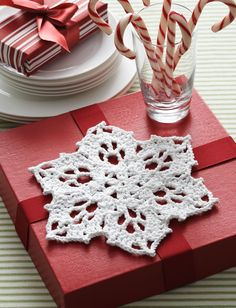 Yarnspirations.com+-+Bernat+Snowflake+Dishcloth+-+Patterns++ +Yarnspirations. FREE PATTERN 10/14.