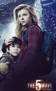 This is another picture of Cassie and Sam. The 5th Wave Book, The 5th Wave Movie, The 5th Wave Series, The Fifth Wave, Movies Showing, Movies And Tv Shows, The Last Star, Book Qoutes, Great Movies