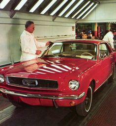 Mustang Assembly Line Ford Mustang 1964, Mustang Fastback, Ford Mustangs, Mustang Cars, Classic Mustang, Ford Classic Cars, Old American Cars, Vintage Mustang, Mustang Convertible